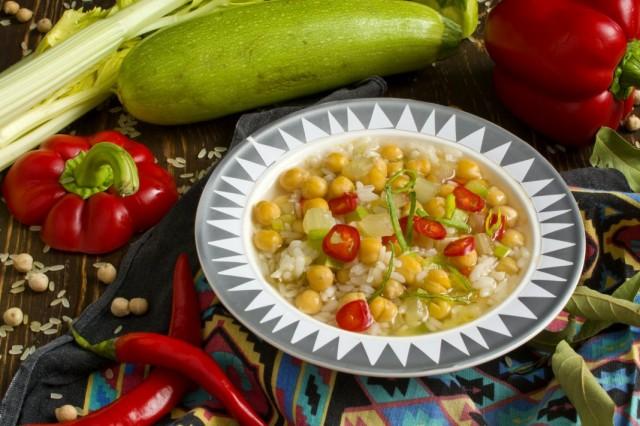 Вегетарианский суп из нута с овощами