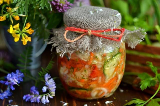 Капустный салат на зиму с огурцами и помидорами
