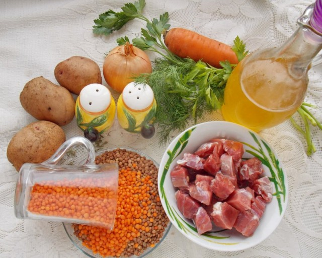 Ингредиенты для приготовления чечевичного супа на говяжьем бульоне