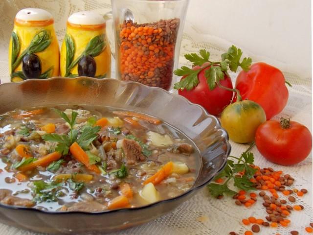 Чечевичный суп на говяжьем бульоне