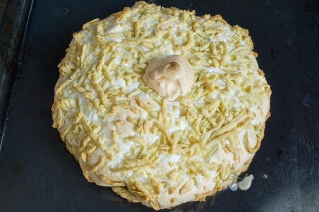 Выпекаем песочный яблочный пирог с меренгой в духовке