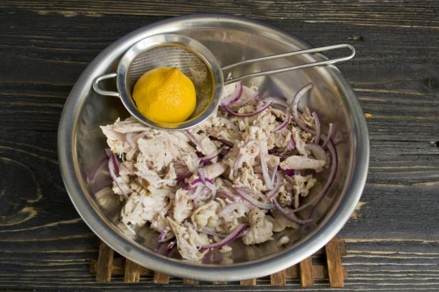 Маринуем отваренное мясо курицы