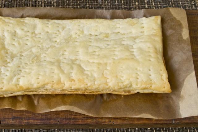 Запекаем слоёное тесто в духовке