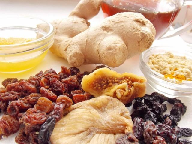 Ингредиенты для приготовления имбирного кекса с сухофруктами