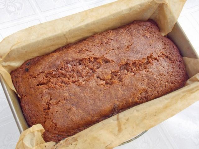 Запекаем имбирный кекс с сухофруктами в духовке при 170-180 °С