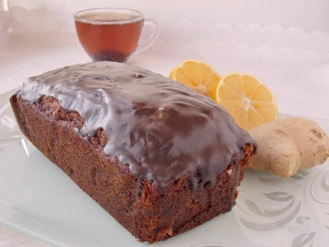 Смазываем имбирный кекс шоколадной глазурью и подаем к столу