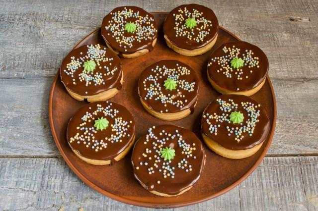 Храним домашнее печенье в холодильнике до подачи на стол