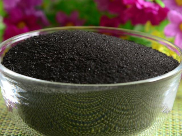 В настоящее время, помимо жидкости, выпускают гуматы в виде пасты либо порошка (гранул)