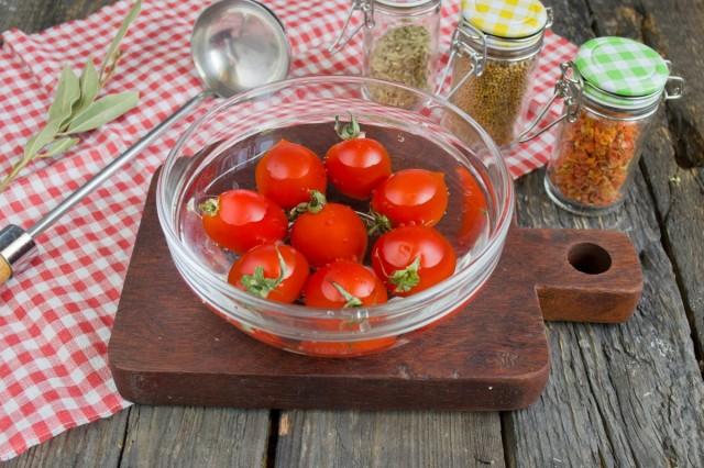 Моем и чистим помидоры