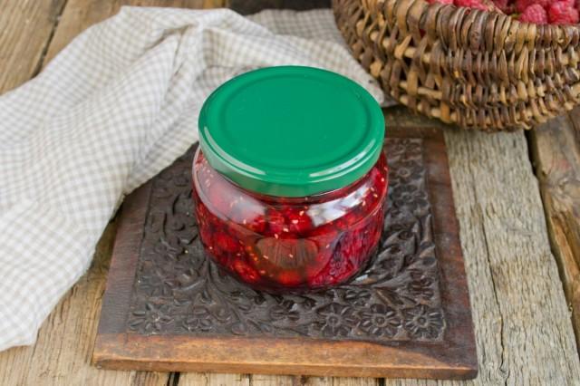 Густое малиновое варенье с целыми ягодами храним при комнатных температурах