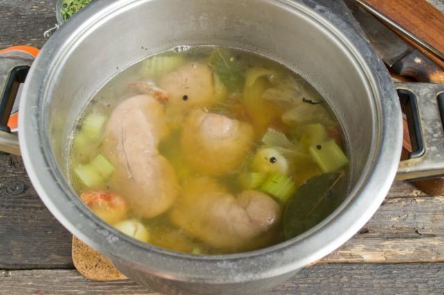 Варим свиные почки со специями 30 минут