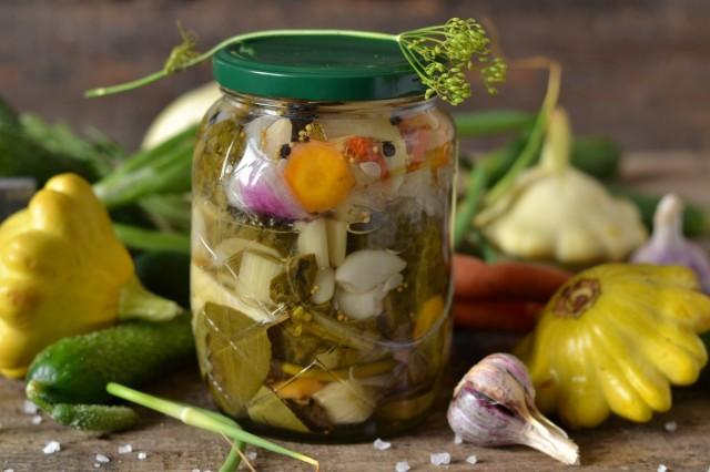 Салат на зиму с патиссонами «Наш огород»