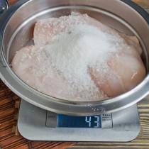 Насыпаем мелкий сахарный песок