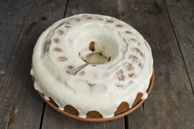 Покрываем тёплый пирог из тыквы кремом