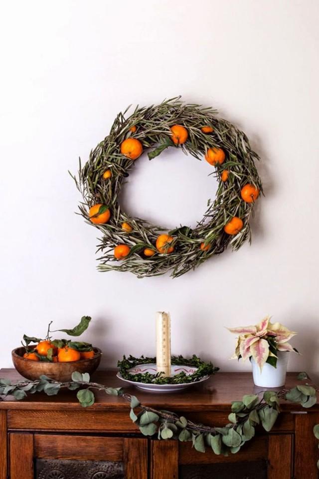 Новогодний венок с апельсинами