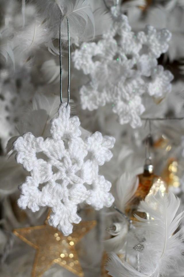 Вязанные снежинки на ёлку