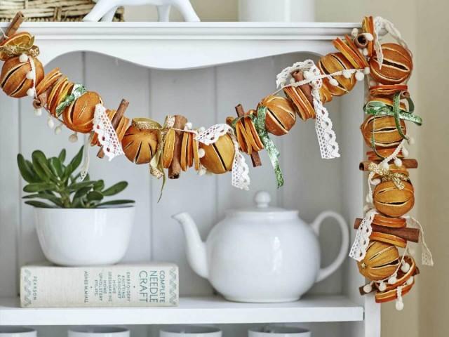 Гирлянда из сушеных апельсинов и корицы
