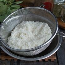 Промываем белый рис