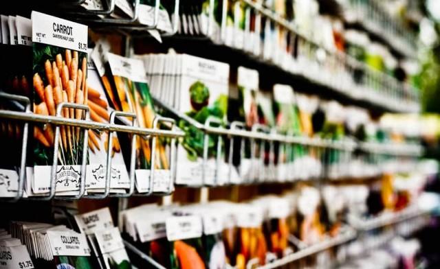 Выбор семян в обычном магазине, как правило, значительно ниже, чем при заказе онлайн