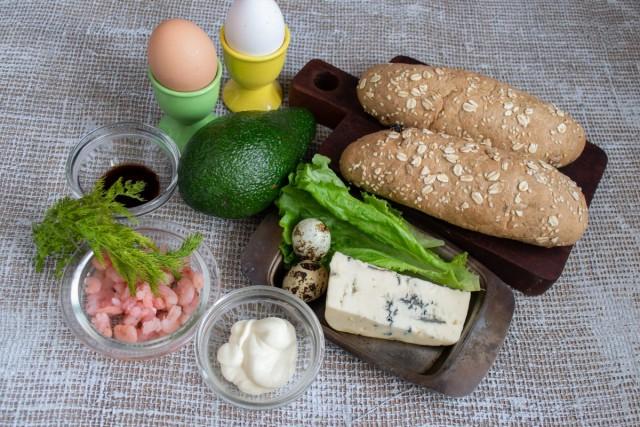 Ингредиенты для приготовления сэндвичей с авокадо и креветками