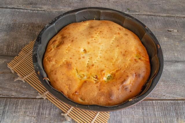 Выпекаем пирог с рыбными консервами и сыром 40-45 минут