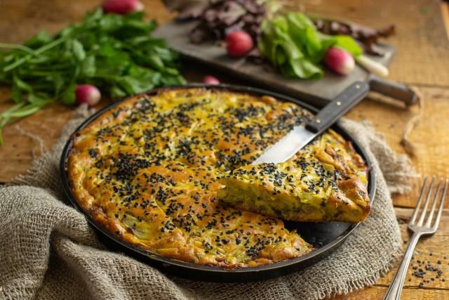 Простой пирог с сардинами и картошкой