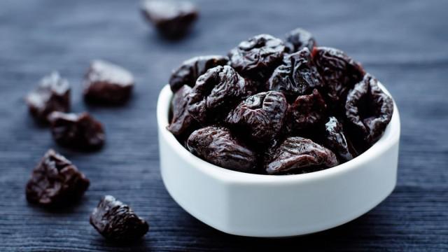 Самым полезным вариантом считается потребление плодов в свежем виде и в виде чернослива