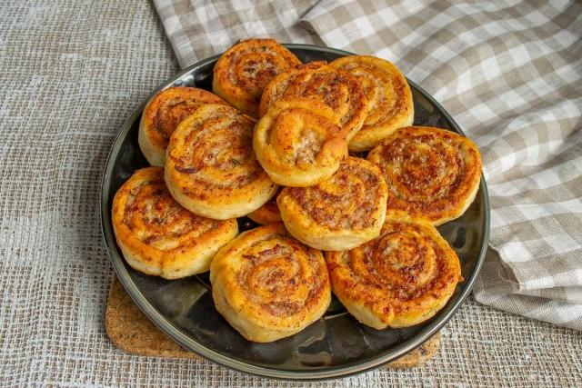 Подаём пирожки с фаршем горячими