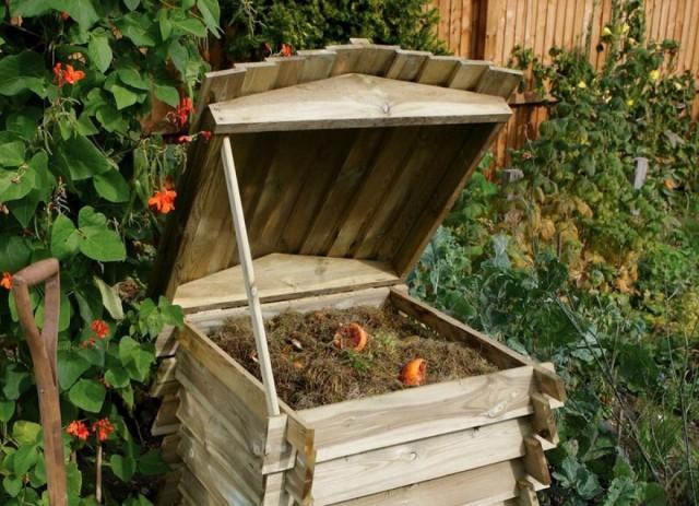 Если участок большой по площади, то компостники должны быть устроены в разных частях сада