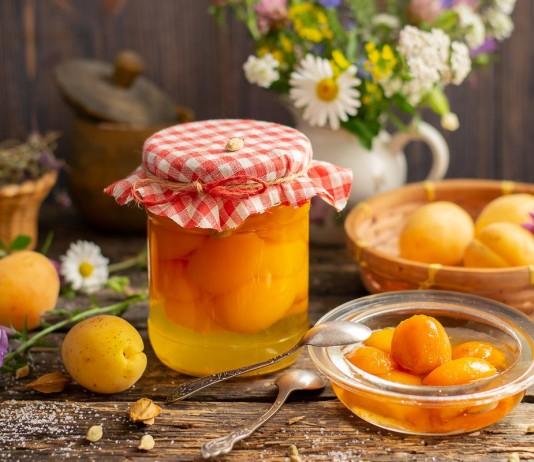 Абрикосы в сиропе — ароматный абрикосовый компот с кардамоном