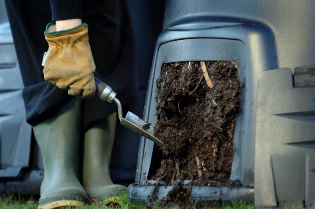 Некоторые садоводы приспособились получать быстрый компост беспрерывным конвейером