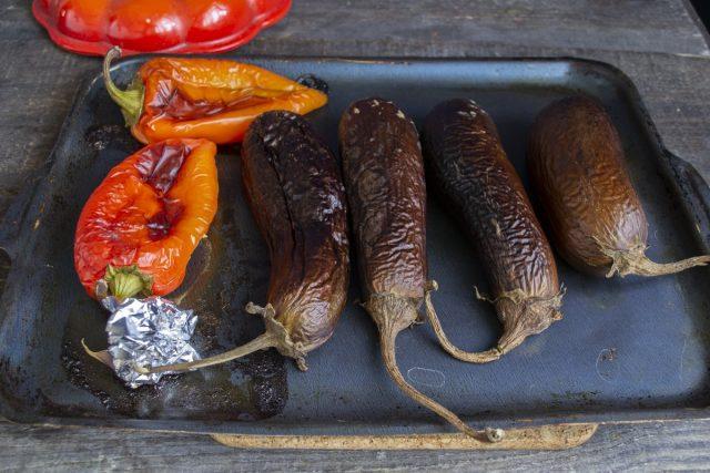 Запекаем овощи примерно 40 минут