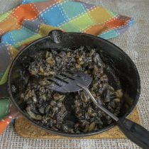 Жарим грибы с луком до готовности