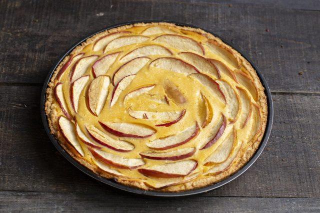Выпекаем творожный чизкейк с облепихой и яблоками 35-40 минут. Готово!