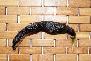 Высушенный перец «Пасилья Баджио» фактурой и цветом напоминает изюм