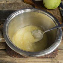 Медленно нагреваем яблочное пюре почти до кипения
