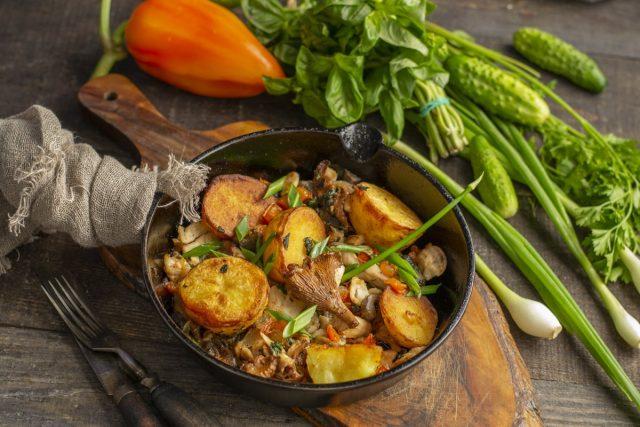 Картошка с грибами и курицей на сковороде — идеальное сочетание