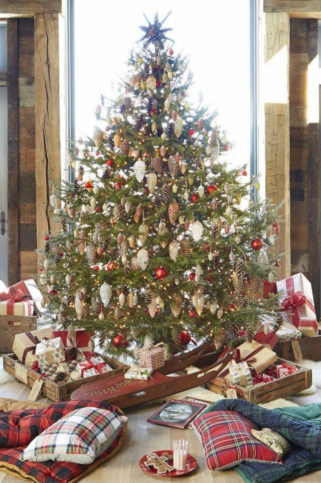 Шишки на новогодней ёлке