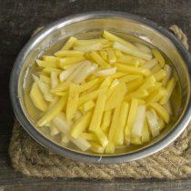 Промываем картофель