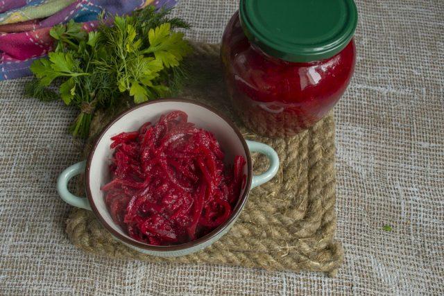Свекольный зимний салат готов