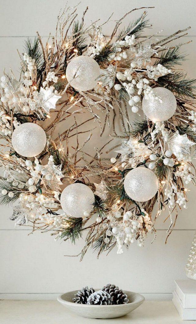 Белый новогодний венок