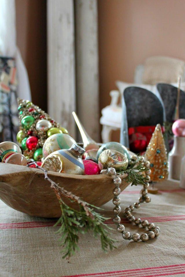 Деревянная чаша с ёлочными игрушками