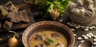 Простой суп из белой фасоли с говядиной