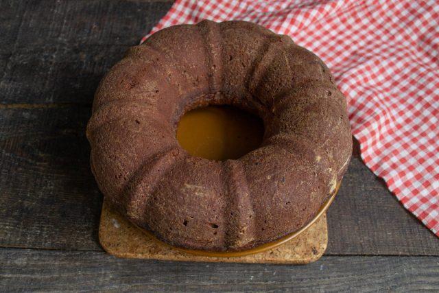 Простой шоколадный пирог в духовке готов