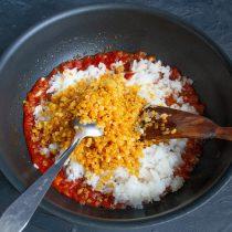 Следом за рисом отправляем готовую чечевицу