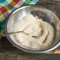 В отдельной миске смешиваем сухие ингредиенты