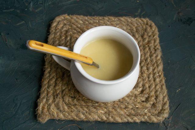 Французский луковый суп с сыром готов