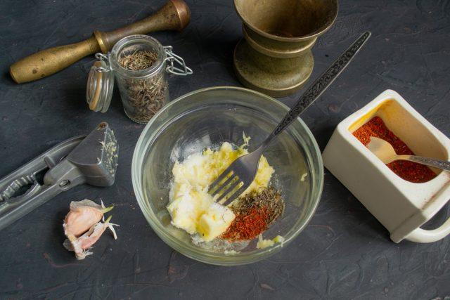 Подготавливаем ингредиенты для масляной пасты