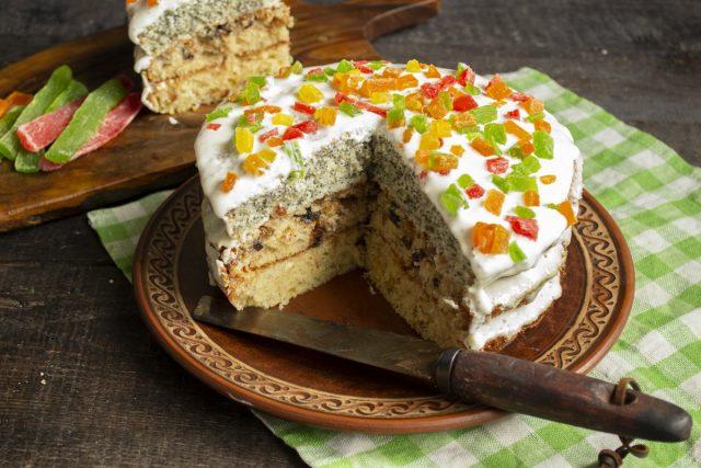 Домашний торт с маком, фисташками и сухофруктами готов