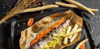 Диетическая рыба с овощами в духовке